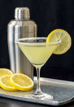 This popular Lemon Drop Martini recipe has the addition of limoncello that makes this martini extra yummy! Vodka, Triple Sec. Lemon Drop Martini, Peach Martini, Lemon Basil Martini Recipe, Lemon Drop Drink, Lemon Drop Shots, Party Drinks, Cocktail Drinks, Alcoholic Drinks, Beverages