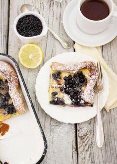 Pannukakku les crêpes finlandaises cuites au four avec des myrtilles #hygge #hyggefood #pannukakku #crêpes #pancakes #danish #danois #nordique