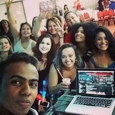@debora.professora.danca rodeada de garotas do bem ao som do DJ Rasec. Workshop Maravilhoso!