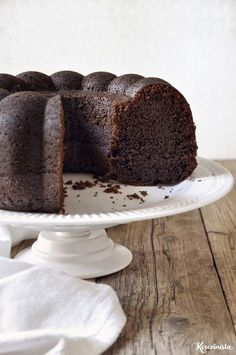 My favorite kind of cake: Rich, moist with a tender crumb and melt-in-your-mouth fudgy texture. (in Greek) Comme Un Chef, Le Chef, Sweets Recipes, Cake Recipes, Desserts, Food Cakes, Cupcakes, Cupcake Cakes, Chocolate Bunt Cake