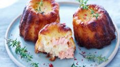 Fluted smoked salmon with Thermomix. Discover this delicious Cannelés recipe with smoked salmon, easy and simple to prepare with Thermomix. Chicken Appetizers, Cheese Appetizers, Healthy Appetizers, Appetizer Recipes, Turkey Recipes, Chicken Recipes, Tapas, Healthy Fried Chicken, Smoked Salmon Recipes