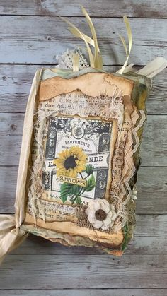 Take a look inside this gorgeous sunflower & daisy junk journal from My Porch Prints with easy, no-sew binding! Mini Album Scrapbook, Scrapbook Journal, Journal Cards, Junk Journal, Handmade Journals, Handmade Books, Round Robin, Bullet Journal Lettering Ideas, Glue Book