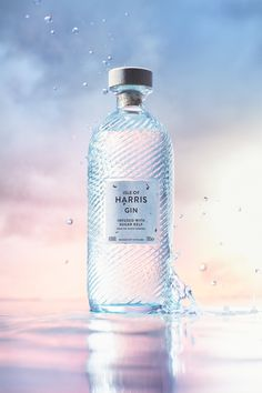 how to make perfume Beauty Ad, Beauty Shoot, Manon Des Sources, Summer Makeup Looks, Cosmetic Design, Web Design, Water Bottle Design, Beauty Photography, Product Photography