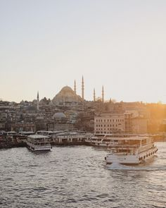 Kelly brown Istanbul.