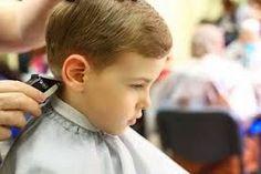 Cómo cortar el cabello de un niño