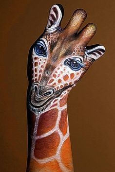 This giraffe hand painting is absolutely a head above the rest! Take a look at the other beautiful animal hand painting. Painting & Drawing, Finger Painting, Hand Painting Art, Hand Kunst, Culture Art, Examples Of Art, Tatoo Art, Unusual Art, Unique Art