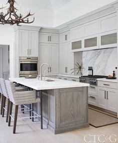 Home Renovation Kitchen Designer Calla McNamara Gives a Greenwich Home Edge and Cohesion Rustic Country Kitchens, Cottage Kitchens, Home Kitchens, Grey Kitchens, Modern Kitchens, Kitchen Layout, New Kitchen, Kitchen Decor, 10x10 Kitchen