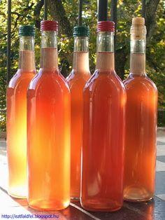Ezt fald fel!: Almabor zamatos piros díszalma hibridből - házi bor Hot Sauce Bottles, Drinking, Smoothie, Food And Drink, Cooking Recipes, Rose, Baking, Sink Tops, Bakken