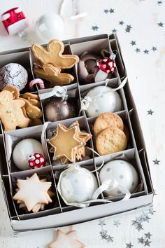 christmas cookies presented in an ornament box! Wouldn't it be cute to put holes in the cookies with ribbons to tie them on the tree? Christmas Abbott, Christmas Mood, Christmas Sweets, Merry Little Christmas, Noel Christmas, Christmas Baking, All Things Christmas, Christmas Cookies, Christmas Gifts