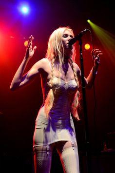 Taylor Momsen, Live performance, pretty reckless, rock, garter belt, lingerie. heidi