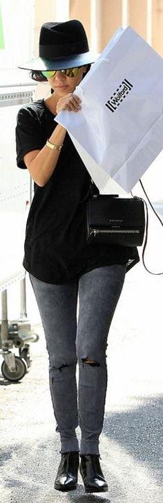Who made  Kourtney Kardashian's black hat, handbag, yellow aviator sunglasses, gold jewelry, and gray skinny jeans?