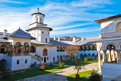 Horezu Monastery - is the largest religious settlement in Oltenia and is considered the most beautiful and refined example of Romanian architecture. Beautiful Places To Visit, Wonderful Places, Places To See, Visit Romania, Romania Travel, Places Worth Visiting, 1, Around The Worlds, Adventure