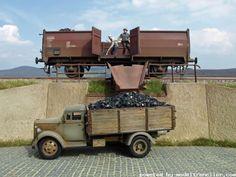 Model Trenciler, Model Trenler Çok Güzel Çalışmalar Bunlar Beautifully detailed, truck loading / unloading zone.