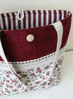 Le sac en toile - mode et praticité - Archzine. Handmade Purses, Handmade Handbags, Handmade Fabric Bags, Patchwork Bags, Quilted Bag, Sacs Tote Bags, Diy Sac, Purse Patterns, Tote Pattern