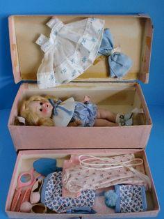 *****A 1952 Ginny Treasure Box!*****.               Esto hacia yo cuando era pequeña.