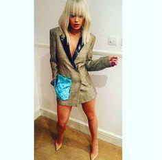 Cantora publicou em seu Instagram uma foto com a roupa ousada