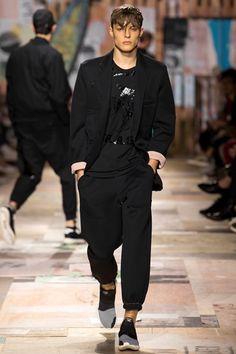 Sfilata Y-3 Milano Moda Uomo Primavera Estate 2015 - Vogue