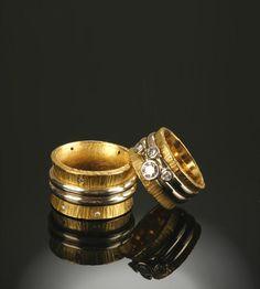 SOYOUNG PARK Studio || Wedding rings ll 22k yellow gold, 18k white gold, white diamonds