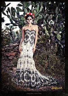 Very nice black and white dress. Lovely design and style. [ MexicanConnexionForTile.com ] #fashion
