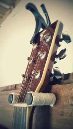 """""""Guitar suport"""" #2 Guitar Wall Stand, Guitar Wall Holder, Guitar Shelf, Guitar Hanger, Wood Projects That Sell, Metal Art Projects, Reclaimed Wood Projects, Diy Wood Projects, Music Wall"""