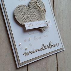 """Hier noch eine """"herzige"""" Karte – diesmal aber in Naturtönen. Das Herz in Savanne habe ich mit den Framelits """"Von Herz zu Herz"""" ausgestanzt und dann mit der Tiefenprägeform """"Holzdielen""""…"""