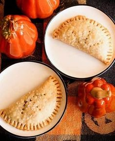 Delight Harry Potter fans young and old from your own kitchen with delicious Pumpkin Pasties - a handheld pastry with a sweet pumpkin filling. Sees Fudge Recipe, Fudge Recipes, Copycat Recipes, Crockpot Recipes, Creamy Potatoes And Peas, Perfect Mashed Potatoes, Crockpot Breakfast Casserole, Sweet Potato Casserole, Family Recipes