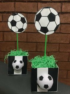 Centros de mesa Fútbol para cumpleaños infantiles Kylie Birthday, Soccer Birthday, 6th Birthday Parties, 2nd Birthday, Soccer Theme Parties, Soccer Party, Party Themes, Party Gift Bags, Party Gifts