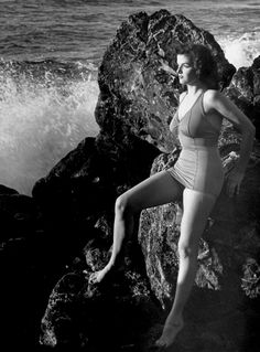 summers-in-hollywood: Jane Russell by Eliot. - Summers in Hollywood Old Hollywood Actresses, Hollywood Cinema, Old Hollywood Stars, Hooray For Hollywood, Hollywood Actor, Golden Age Of Hollywood, Vintage Hollywood, Classic Hollywood, Hollywood Glamour