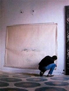 "Cy Twombly in atelier ""I work in waves, because I'm impatient."""