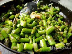 preparing asparagus / Preparado de esparragos