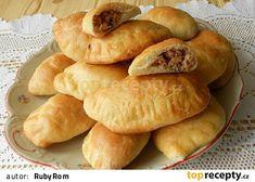 Ruské pirohy s uzeným masem Food Truck, Hot Dog Buns, Ravioli, Hamburger, Chicken Recipes, Food And Drink, Treats, Homemade, Baking