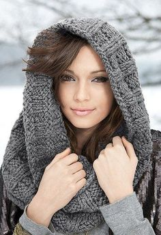 Awesome 38 Easy Ideas to Use Winter Snood for Women. More at http://aksahinjewelry.com/2017/11/27/38-easy-ideas-use-winter-snood-women/