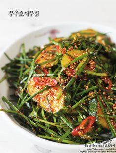 """"""" 부추오이무침 만들기 / 초간단 반찬 만들기 """" 후딱후딱~ 초간단 반찬 만들기!!~~ 부추오이무침 만들기 했... Quick Side Dishes, K Food, Vegetable Seasoning, Korean Food, Food Design, Food Plating, No Cook Meals, Soul Food, Asian Recipes"""