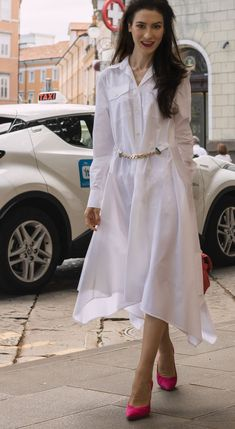 A white shirtdress and pumps is a staple summer outfit for work in summer. Visit Brunette from Wall Street to find out how to make white shirt dress outfit even more fashionable this summer. London Fashion Bloggers, Fashion Trends, Fashion Inspiration, Only Fashion, Fashion Beauty, Capsule Outfits, Summer Work Outfits, Elegant Outfit, Shirtdress