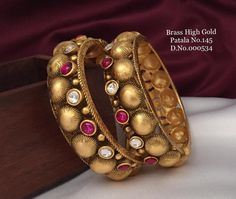 Gold Bangles Design, Gold Jewellery Design, Gold Jewelry, Jewelery, Ankle Jewelry, Gold Ornaments, Indian Jewelry, Antique Jewelry, Designers