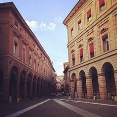 Portici a confronto in Piazza Santo Stefano, Bologna soulplace, via Flickr