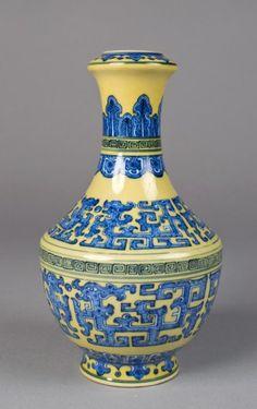 "Chinese Qing Qian Long Vase 8 1/4"" H"