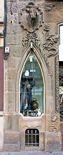 Barcelona - Sants ~ Casa Joaquim Pau ~ Architect: Francesc Ferriol i Correros