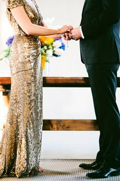 gold-sparkly-wedding-dress2.jpg 600×900 pixels