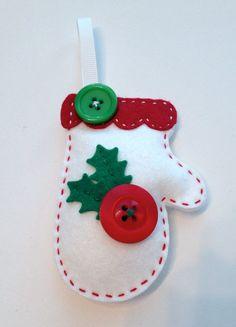 Варежки из фетра на елочку. Новогодняя игрушка на елку из фетра |
