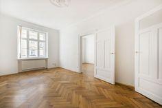 Toplage: Charmante 3,5-Zimmer-Wohnung mit Balkon in denkmalgeschütztem Altbau