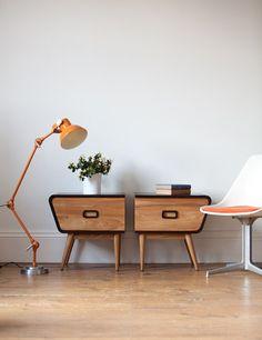 Coup de coeur automatique pour ces tables de chevet vintage au lignes résolument fifties.     ❤      Munroe Wireless Side Tables   via Oh ...