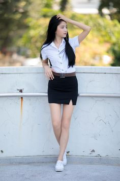 University Girl, Girls In Mini Skirts, Next Clothes, Thai Model, Girls Uniforms, Poker Online, All Black Outfit, Spring Fashion Trends, Beautiful Asian Women