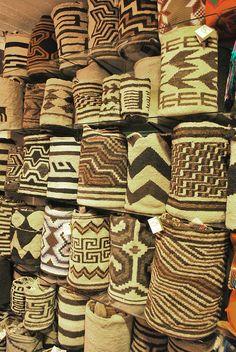 Colombia - Verdaderas Piezas de arte!.. bolsas de lana 100% tejido a mano por indígenas Arhuacos de La Sierra Nevada de Santa Marta.