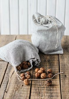 Rustic linen bread bags to keep all your bulk items fresh & plastic free #plasticfree #zerowaste #aff