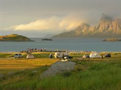 Fredvang Camping , Lofoten .... Places In Europe, Lofoten, Norway, Travel Tips, Camping, Italy, Mountains, Nature, Photography