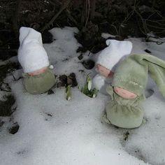 Spring in the air 😊#waldorfdoll #toddlertoys #spring#poupeewaldorf #softdoll #wool#handmadedoll #bemkadolls