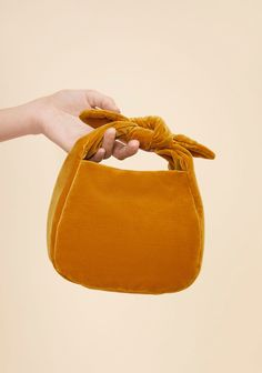 Handtas Notabag - Original Golden Yellow Bag Umhängetasche A velvet mini bag to bring charm and versatility to your holiday looks. Tie it any way you want or use its gold crossbody chain to keep your hands free. Hobo Purses, Purses And Handbags, Leather Hobo Handbags, Leather Satchel, Suede Leather, Bow Bag, Diy Purse, Fabric Bags, Fabric Basket