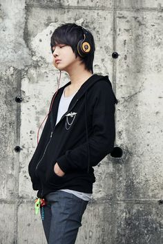 I can use this fashion for an anime character I created Korean Fashion Men, Korean Street Fashion, Ulzzang Fashion, Young Fashion, Boy Fashion, Dark Fashion, Mens Fashion, Human Poses Reference, Pose Reference Photo