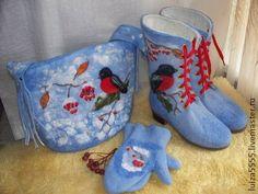 Комплект валяный сапоги+сумка+рукавички. Войлочный комплект, выдержанный в едином стиле, состоящий из валяных ботиночек, сумки и рукавичек в тон. Очень яркий, привлекающий внимание, нарядный зимний комплект.  При покупке по отдельности валяные ботинки  www.
